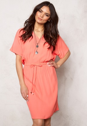 SOAKED IN LUXURY Allie Dress Shell Pink XS